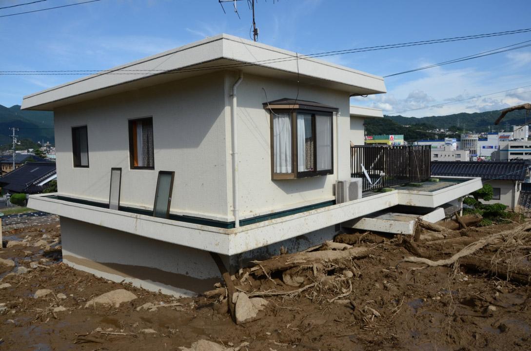 土砂を食い止めるコンクリート・パネル住宅
