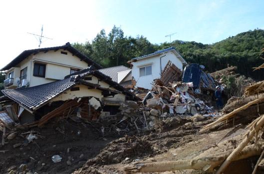 土砂によって多くの住宅が原型を失った