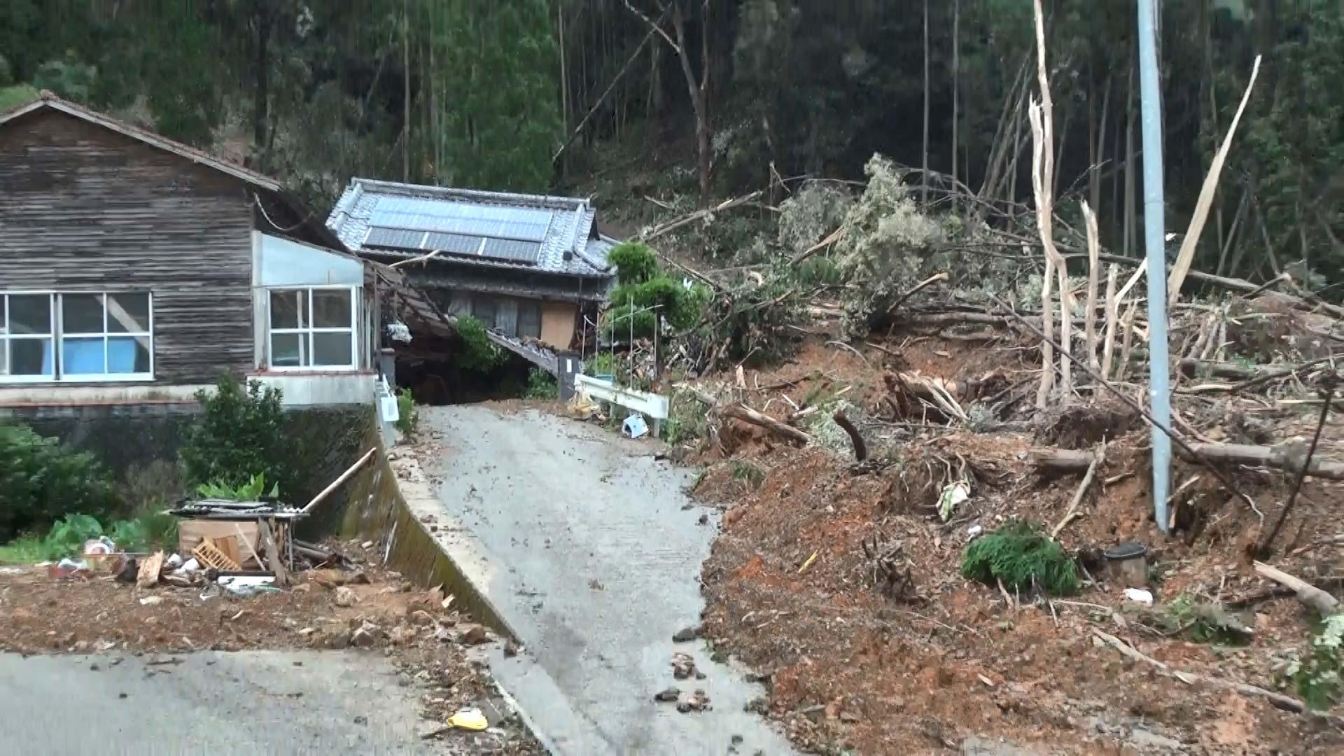 芦北町の土砂災害現場。2人の尊い命が失われた