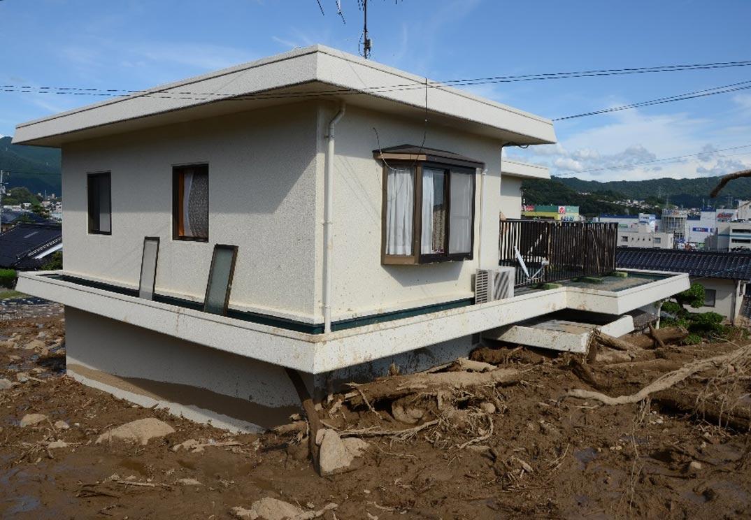 2014年に発生した広島土砂災害で2mもの土砂を受け止め、一部損壊もなかったWPC工法の住宅